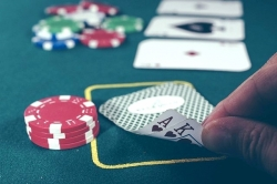 Cos'hanno in comune poker, medicina e strategie militari? Chiedetelo a Pluribus, la super intelligenza artificiale